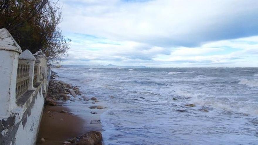 Muere ahogado en Dénia un bañista de 63 años en el primer día sin socorristas en las playas