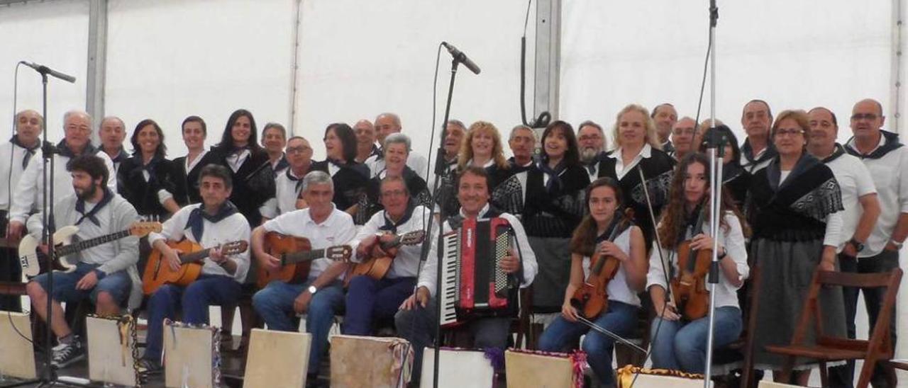 """Integrantes del """"Coro de la Bodega"""" en una actuación pasada."""