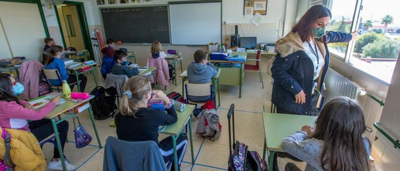 Ventilación en un aula de un colegio de Alicante, durante el presente curso escolar