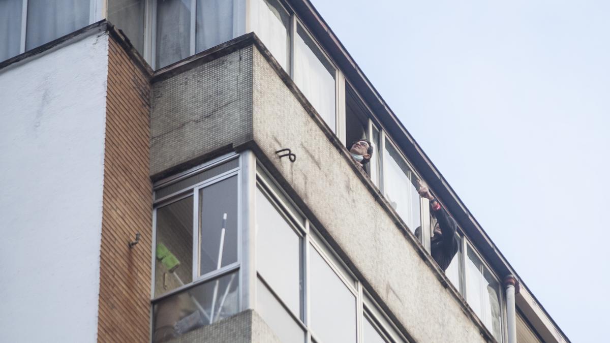 Espectacular derrumbe en un edificio de Avilés