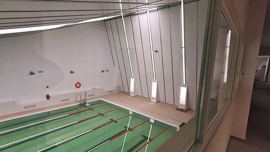 Bueu diseña un acto con 105 invitados y al aire libre para la inauguración de la piscina