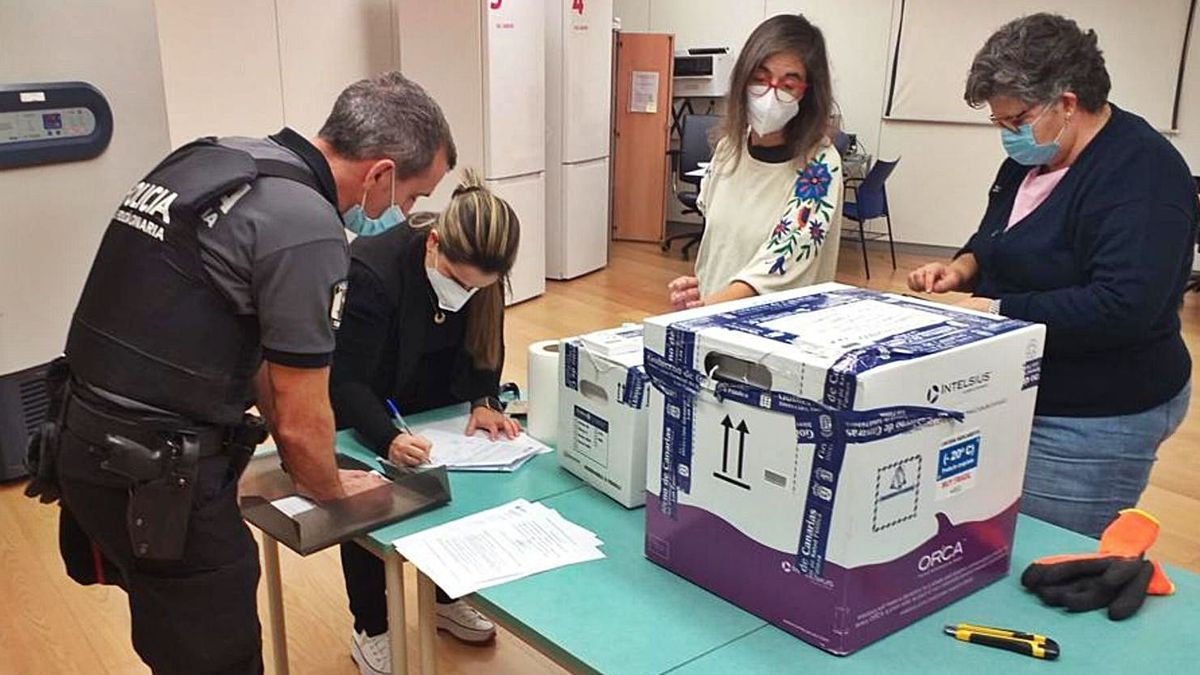 Part of the shipment from the Moderna laboratory received yesterday in the Canary Islands.  |  |  LP / DLP