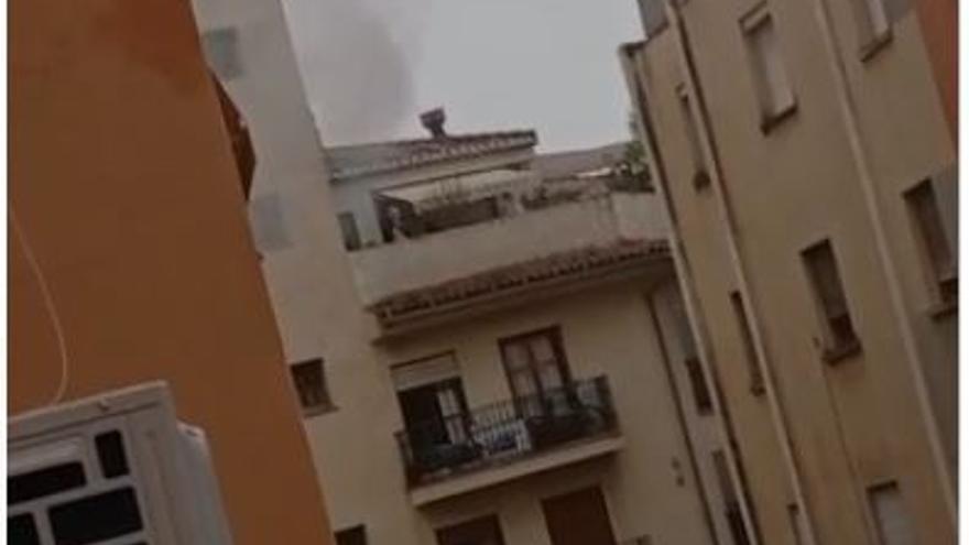 Sofocan un incendio en la calle Hermanos Terol García