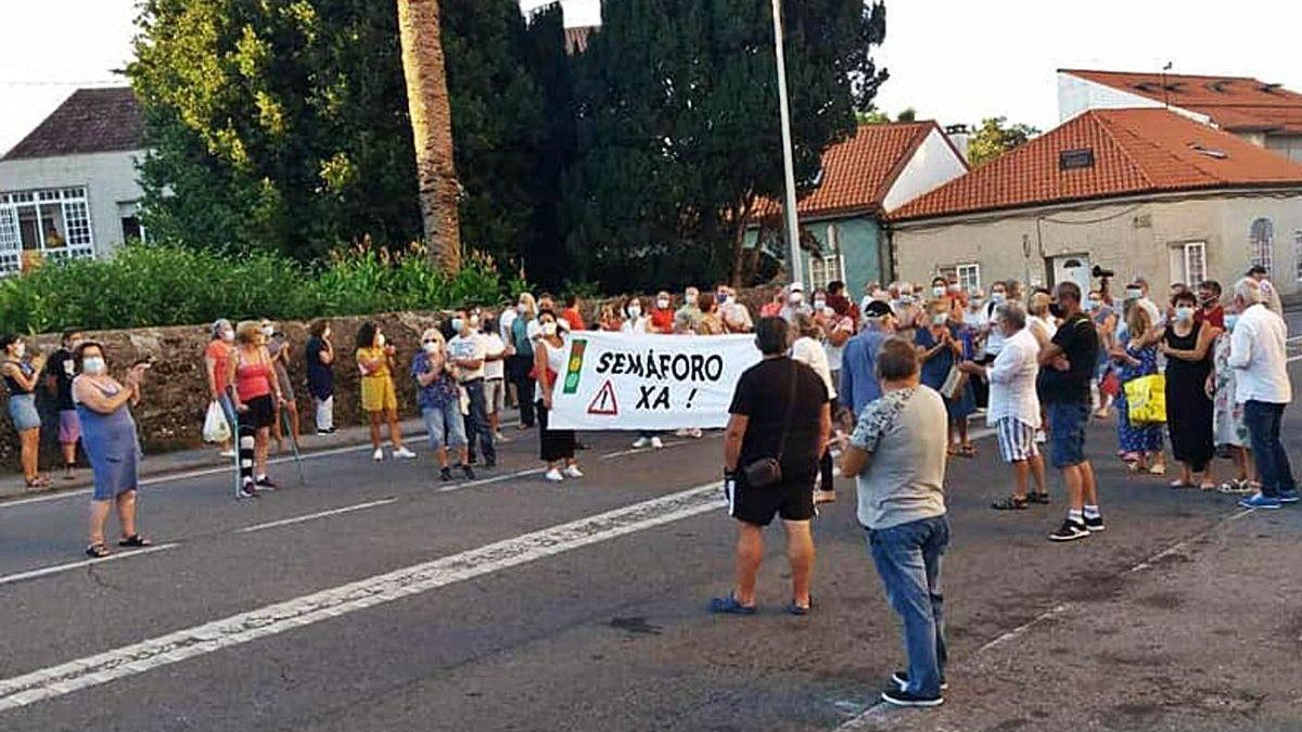 Los vecinos demandan a la Xunta que atienda una demanda histórica.