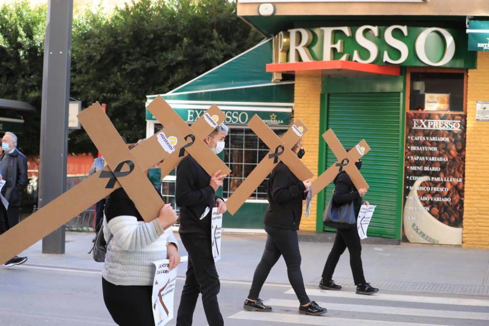 La hostelería recorre en penitencia las calles de Lorca