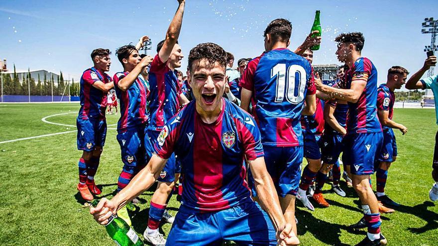 Joan Gallego gana el título de liga con el Juvenil del Levante y jugará la Copa de Campeones