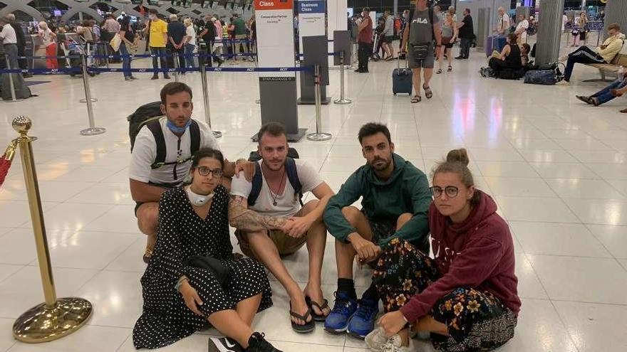 Atrapadas en el aeropuerto en Tailandia
