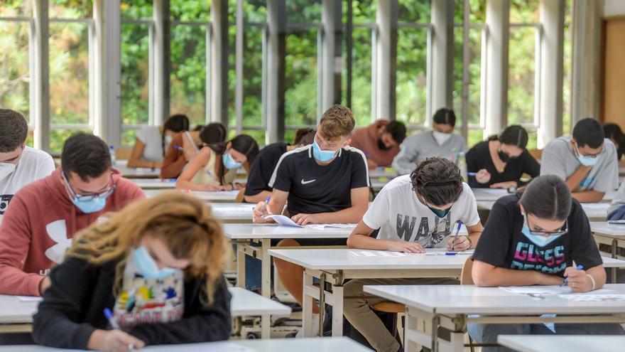 Canarias destina 10,5 millones de euros a becas universitarias
