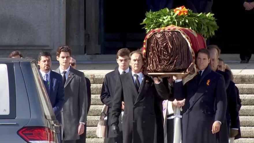 La exhumación despoja a Franco de su símbolo
