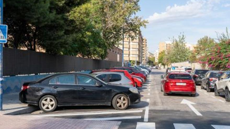 Ensayan aparcar en espiga invertida por el espacio