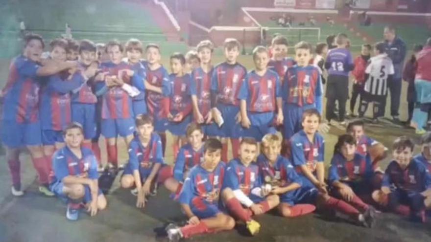 Homenaje a Carlos Suárez Cruz, de 11 años, futbolista del Club Deportivo Ingenio