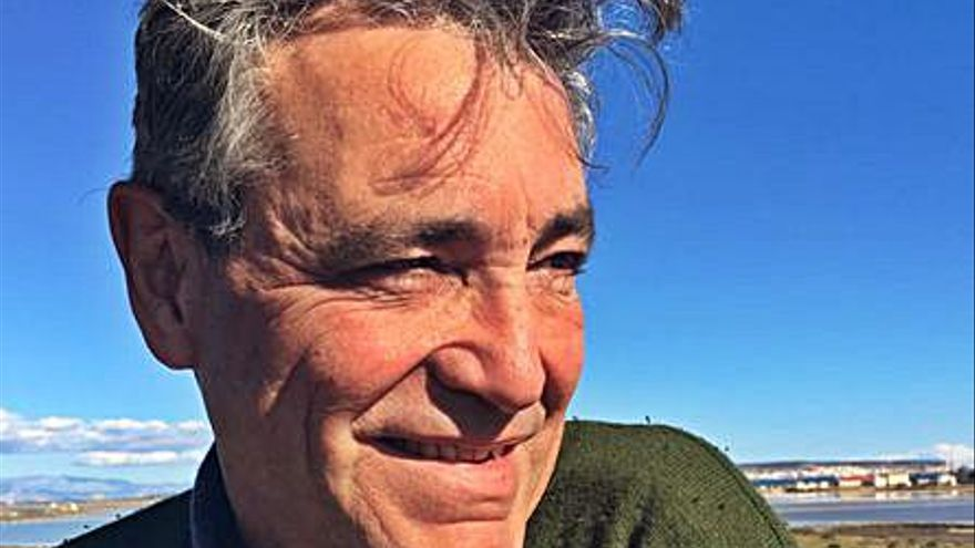 Vidal Carreras presenta su poemario «Flores de la inocencia»