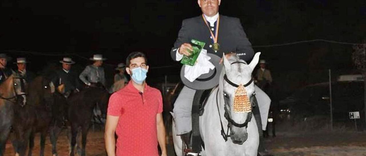 El jinete Simón Rodríguez de Albal se corona en doma vaquera