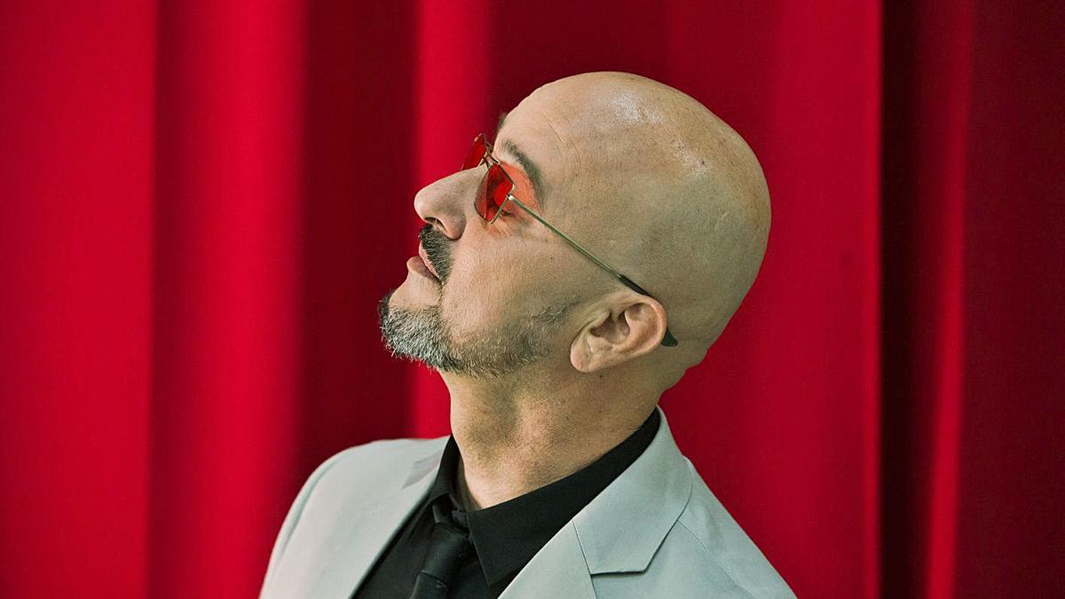 El cantante Ginés Cedrés. | | NACHO GONZÁLEZ