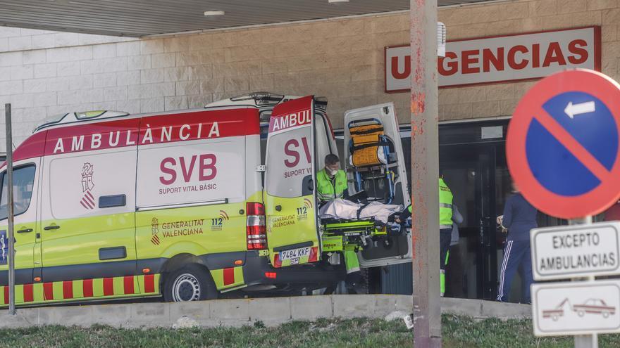 El Hospital Vega Baja abre una sexta ala para covid y deriva pacientes a Torrevieja y Alicante para evitar el colapso