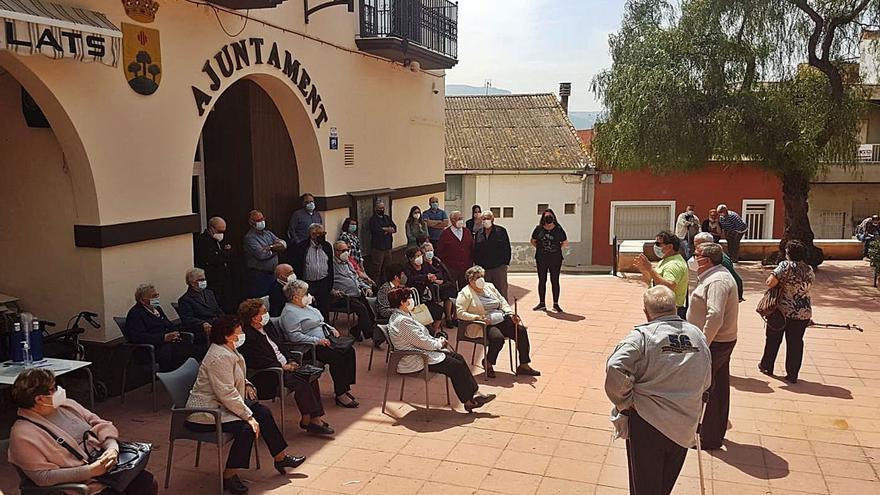Benicull ofrece a los jubilados cederles la gestión para que el local social reabra sus puertas