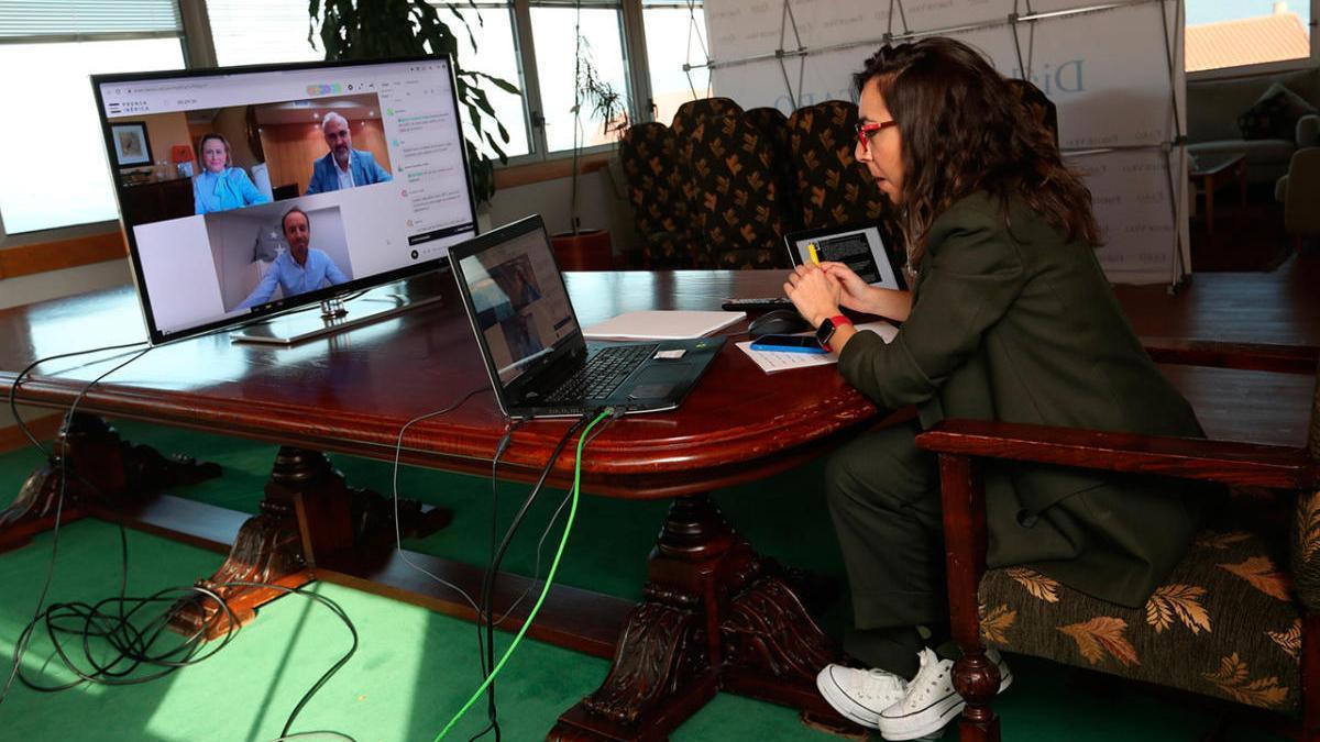 La periodista Lara Graña en un instante de la jornada. RICARDO GROBAS