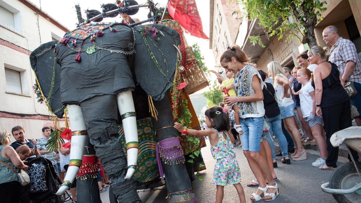 Una cercavila de la Festa Major de Castellbell i el Vilar