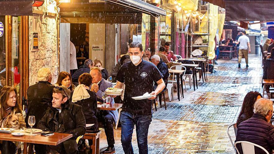 La Semana Santa y la reapertura de la hostelería dan un respiro al empleo