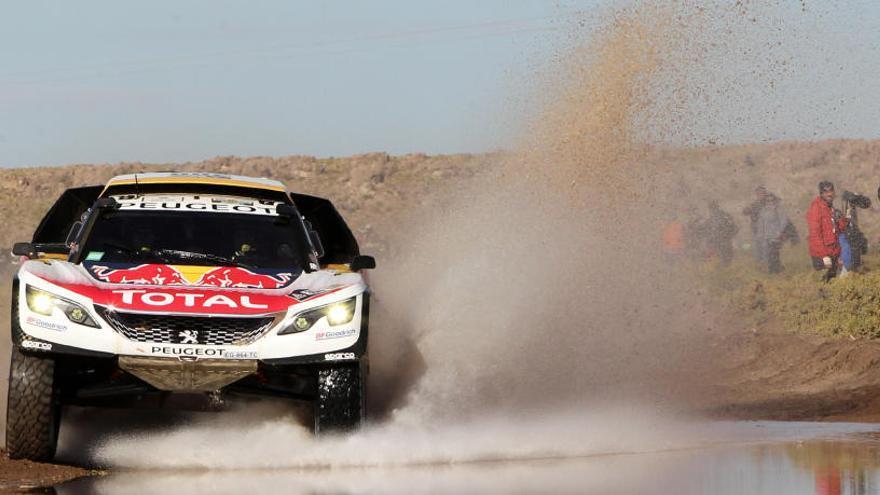 Loeb arrebata el liderato del Dakar a Peterhansel