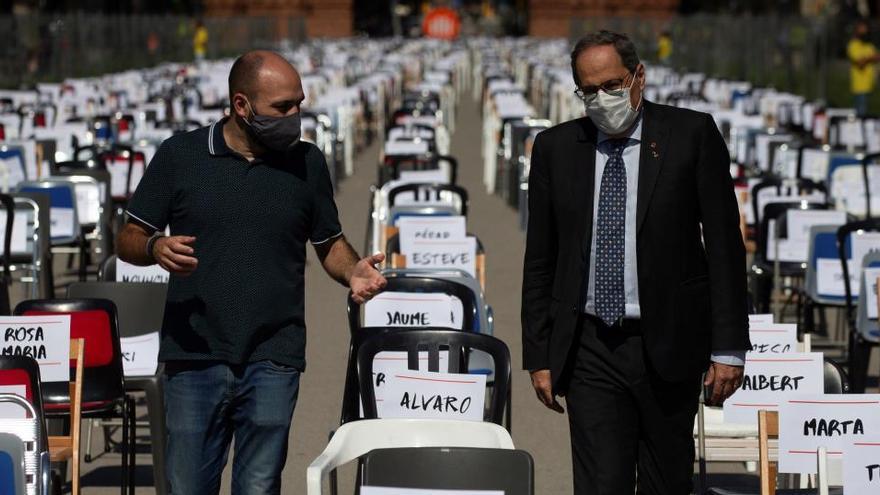 """Òmnium simboliza con 2.850 sillas vacías la """"represión"""" al independentismo catalán"""
