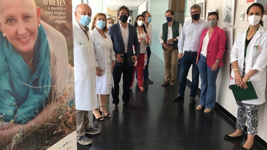 El Hospital Valle de los Pedroches alberga una exposición sobre las mujeres que luchan contra el cáncer