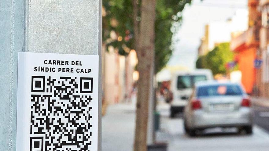 Un código QR permite conocer quién está detrás del nombre de cada calle