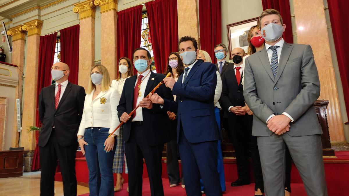 La moción de censura sale adelante y Serrano es el nuevo alcalde de Murcia.
