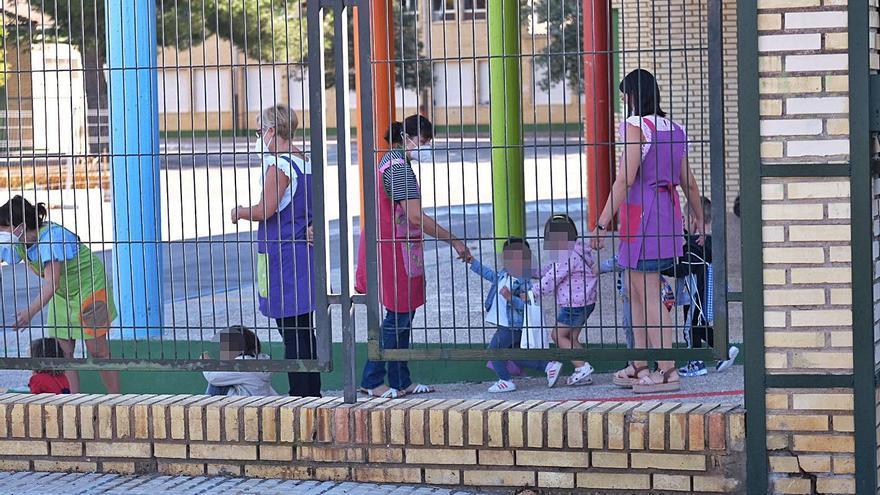 Educación separa a dos mellizos de dos años en escuelas distintas pese al covid