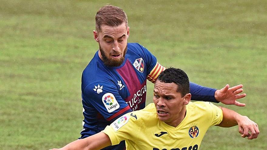 El Villarreal y el Huesca se aburren en un duelo gris