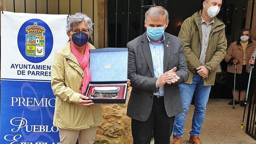"""Arenas recibió los atributos del """"Pueblo ejemplar de Parres"""" 2020"""