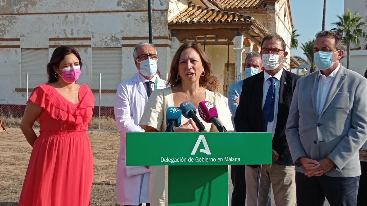 La delegada del Gobierno andaluz en Málaga, Patricia Navarro, durante su comparecencia de este martes en el Hospital Marítimo de Torremolinos