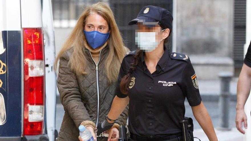 Llegada de los acusados a la Audiencia para la cuarta sesión del juicio a la viuda negra de Alicante.