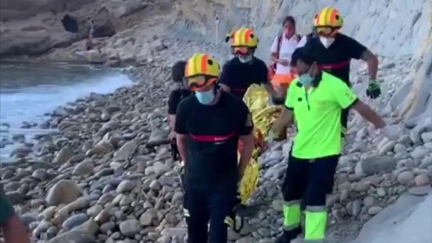 Así ha sido el rescate de una mujer en la Cala Lobella de Benissa
