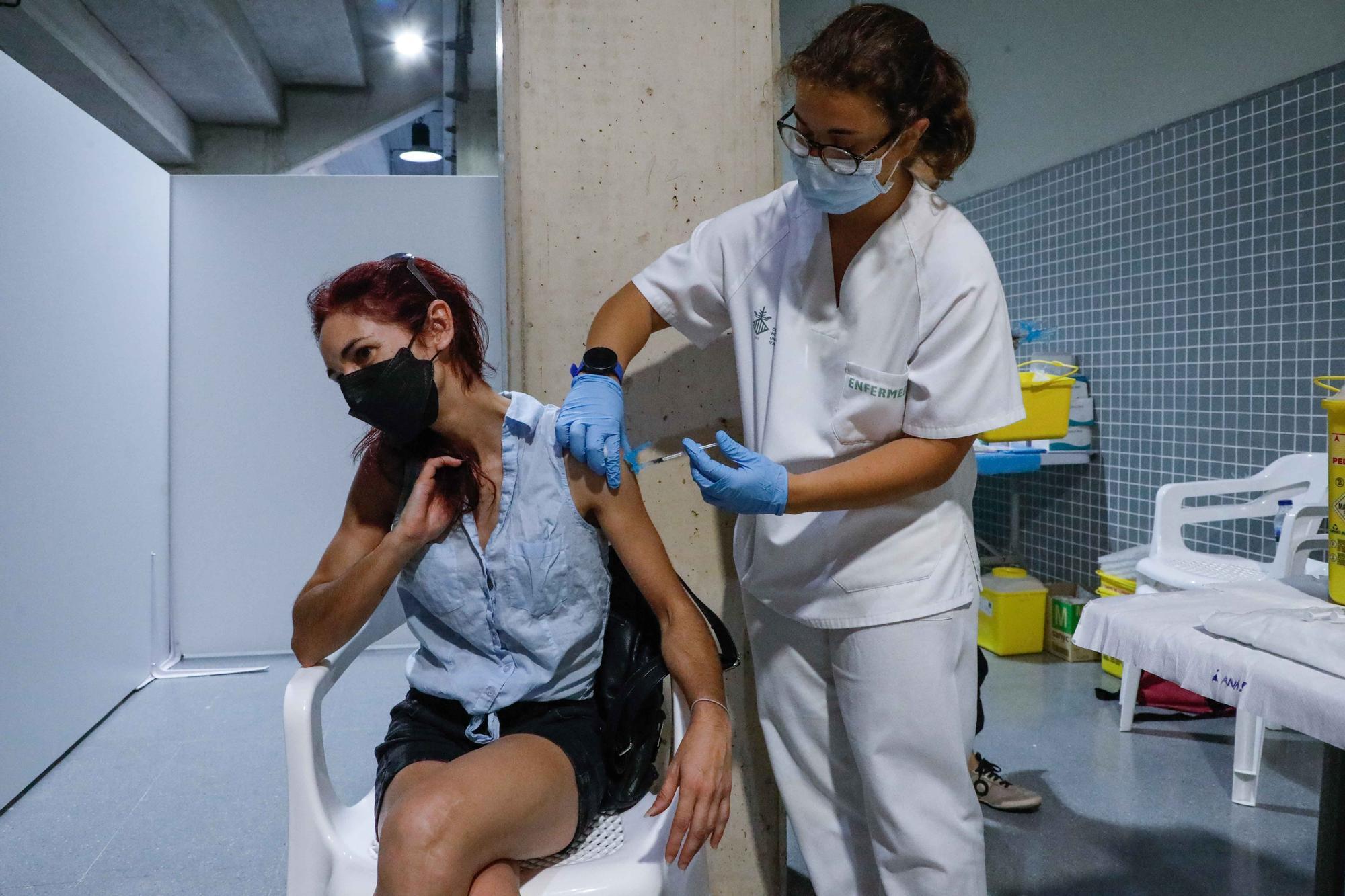 Vacunaciones en el Pabellón Municipal de Deportes El Vedat en Torrent.
