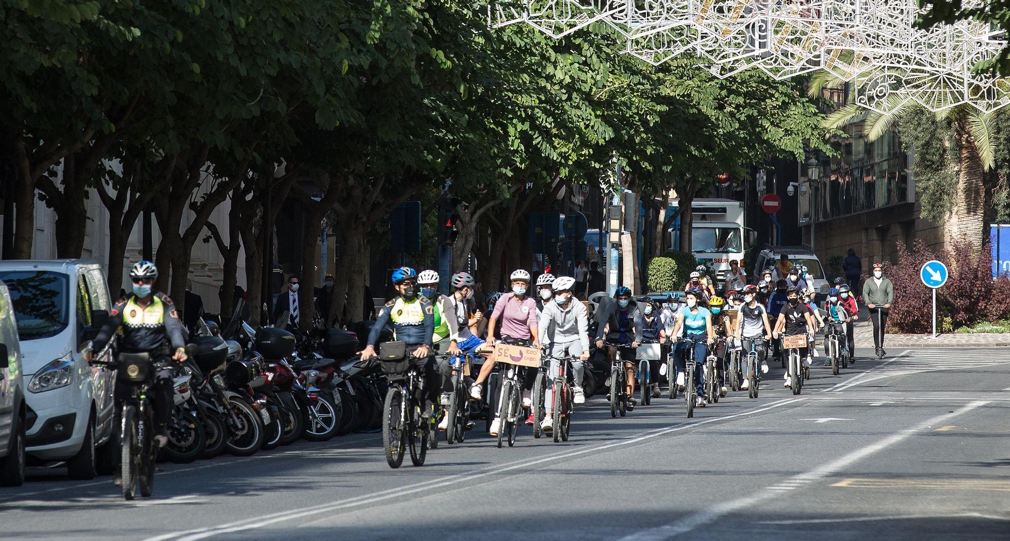 7.000 alumnos de las playas reclaman a Barcala carriles bici
