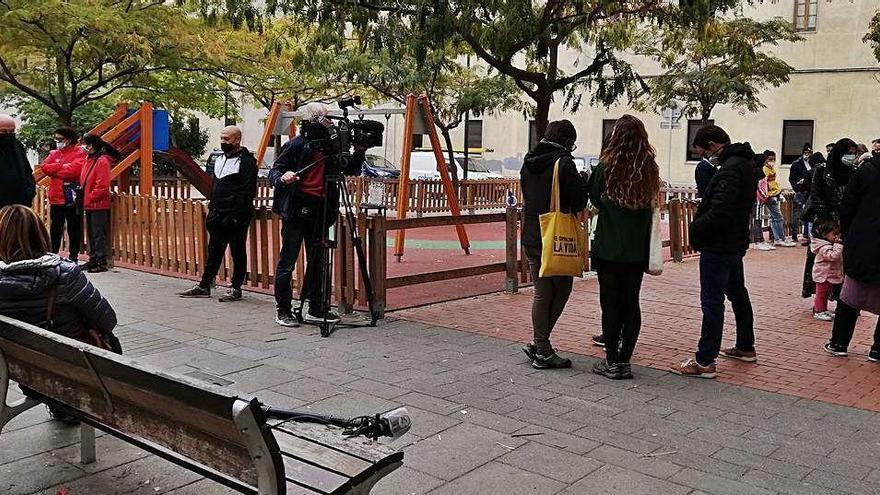 L'Ajuntament i Al Noor acorden una solució per als joves que han de ser desallotjats del carrer Ignasi Balcells
