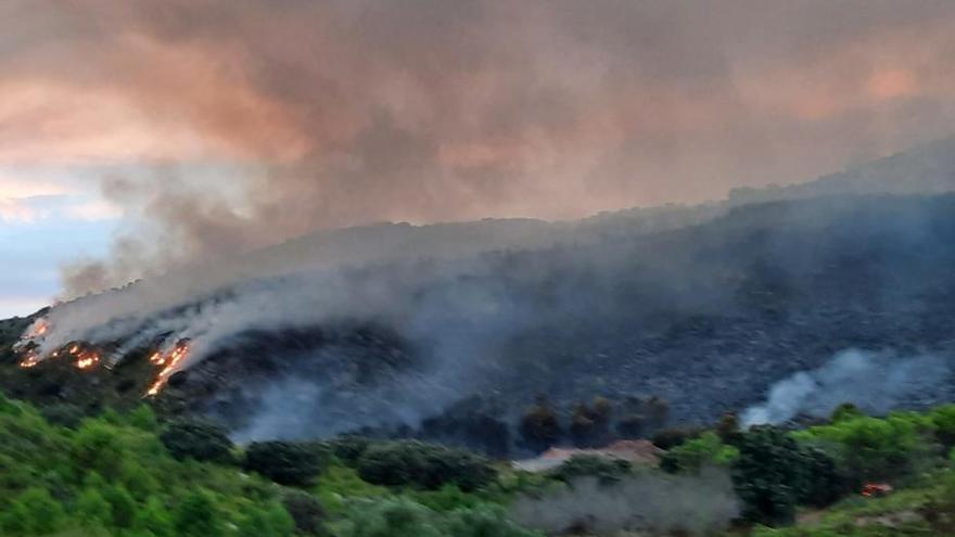 Las imágenes que deja el incendio en la Vall de la Gallinera