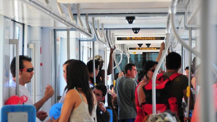 La multa por viajar sin billete en el metro o el tranvía se duplica hasta los 100 euros