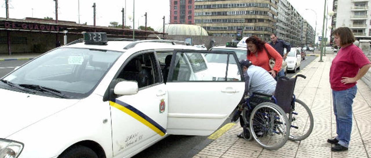 La ciudad tiene un año para adaptar 59 taxis para personas con discapacidad