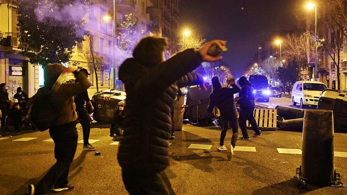 Tercera jornada de disturbis a Barcelona