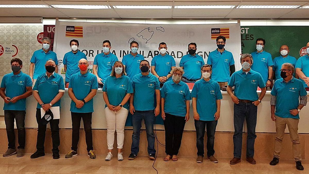 Presentación del movimiento Insularidad Digna, ayer, en la sede de UGT en Palma.   L. MARINA